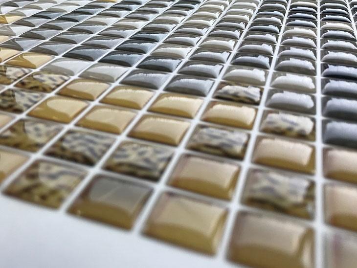 Etichette adesive e resinate